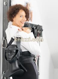 Lady Viola in Leder, Lack und Latex beschert Dir durch Bestrafung und Belohnung eine Zeit mit Lust und Schmerz