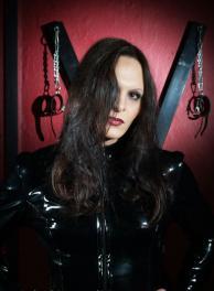 TS-Lady Blanche - transsexuelle Domina empfängt im Salon Bizarre in Friedrichshain